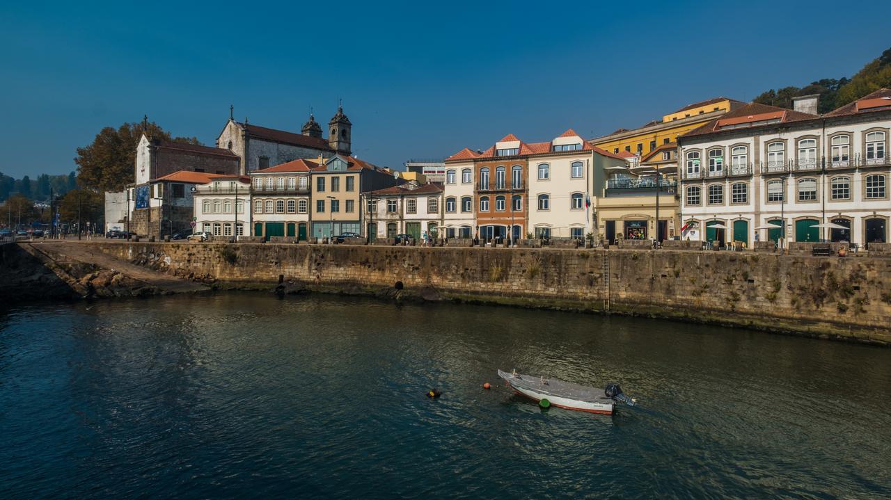 Ensemble des batiments du Vila Gale Porto Ribeira le long du Douro - Hotel 4 etoiles - Porto