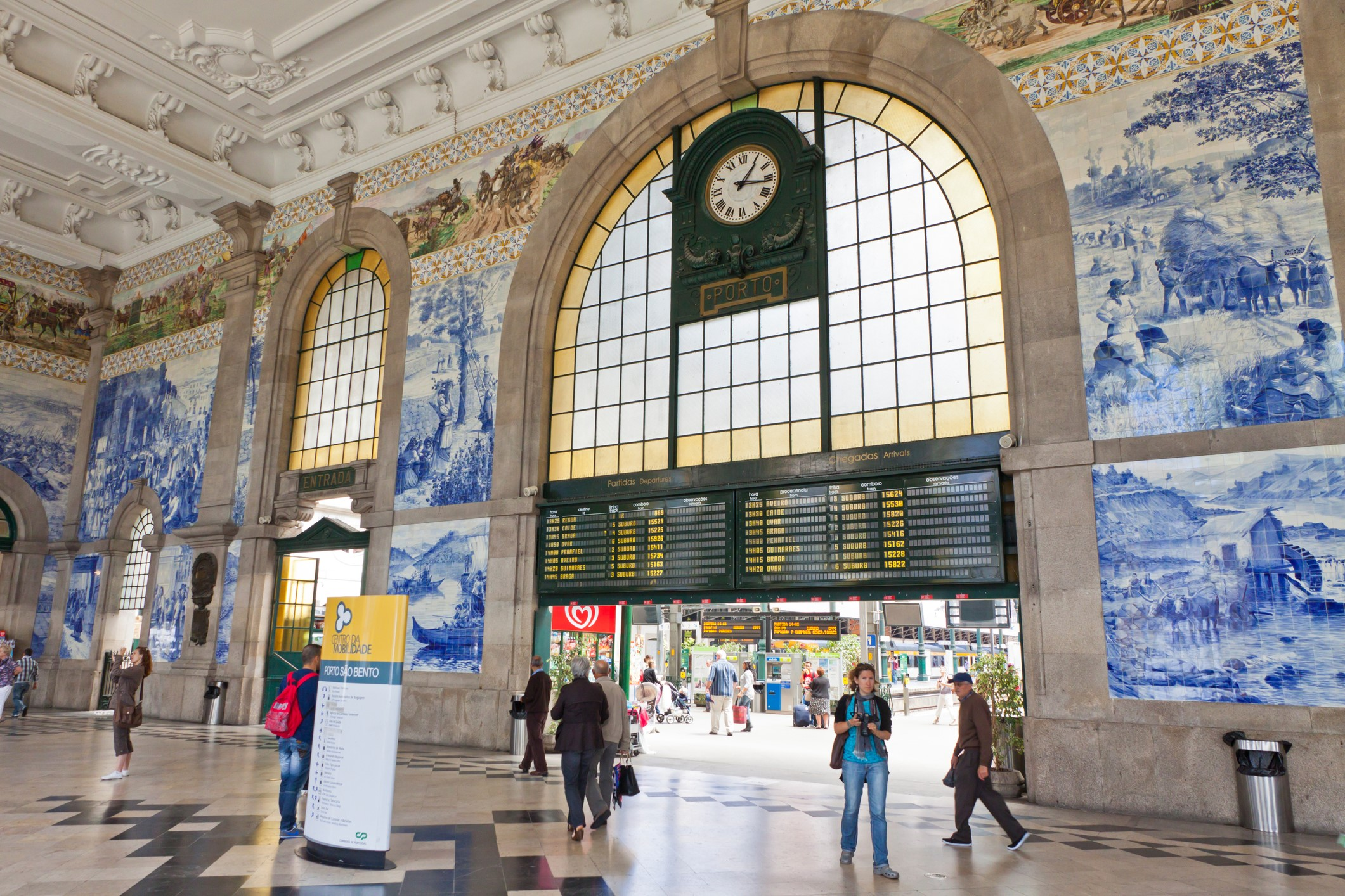 Hall de la gare de Porto Sao Bento avec ses fresques en azulejos
