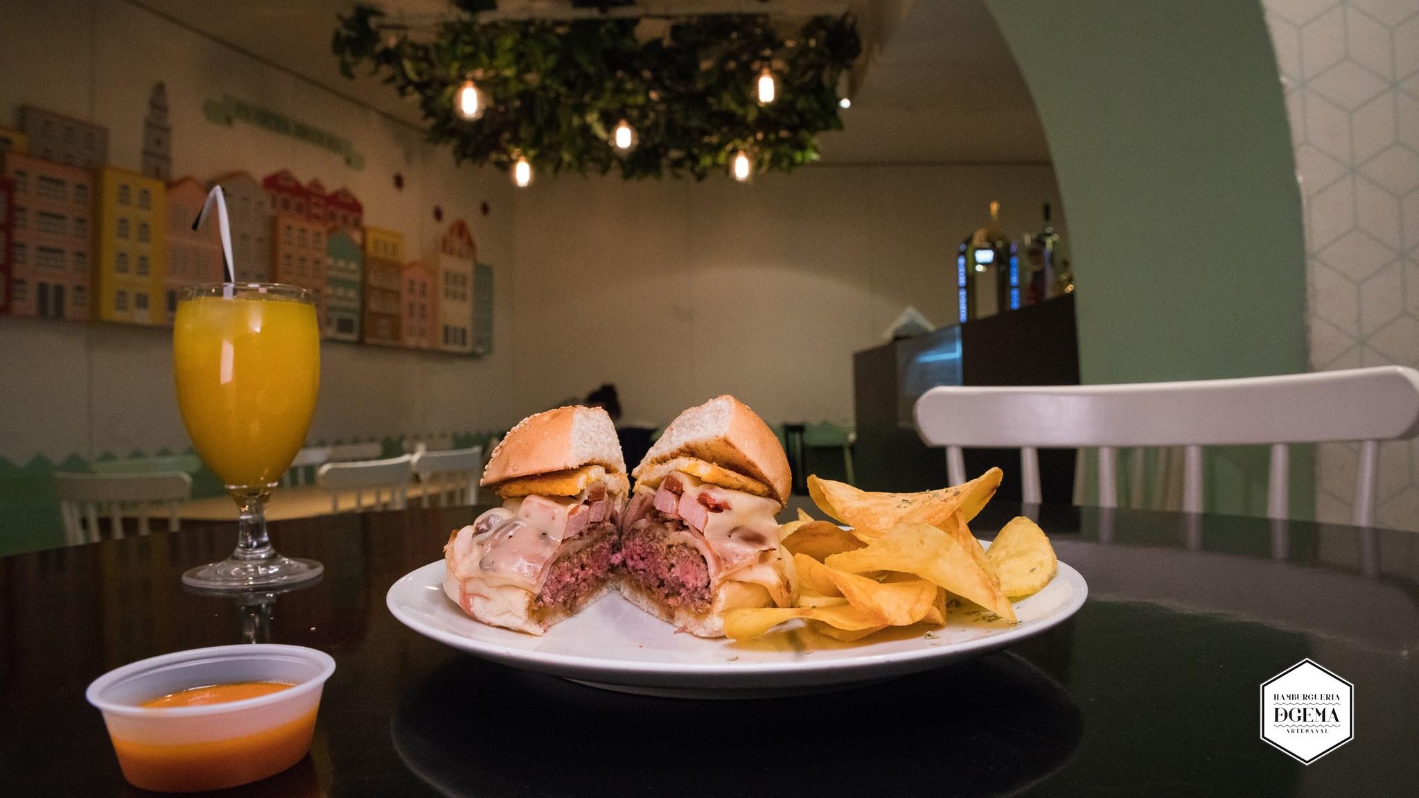 Hamburger de chez DeGema Hamburgueria Artesanal - Porto