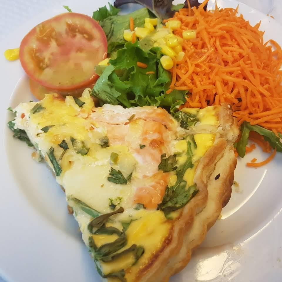 Quiche et salade du restaurant Melhor Sabor - Porto