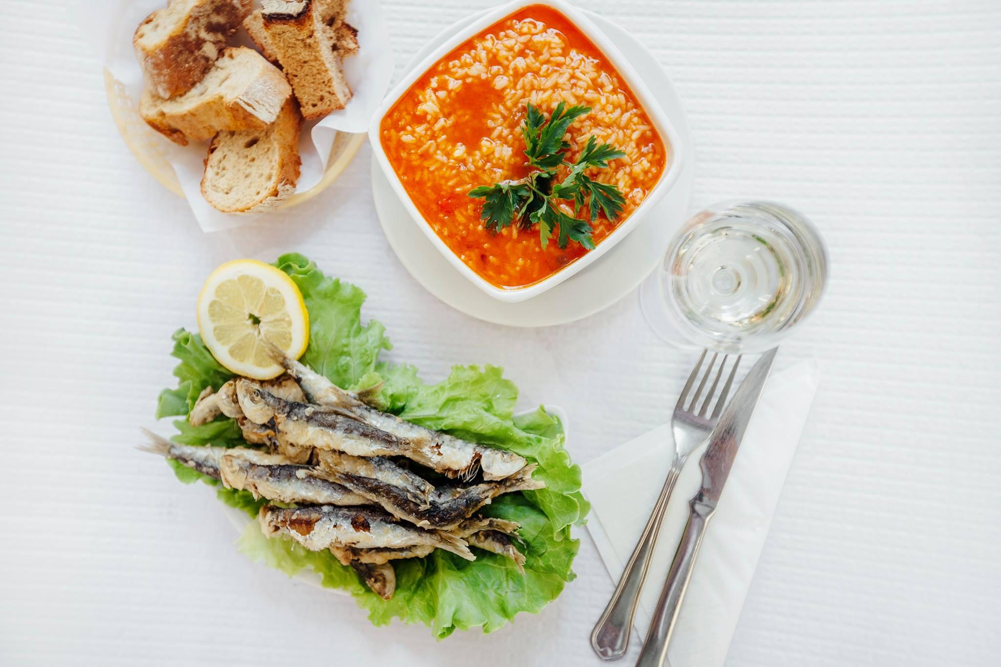 Sardines grillees - Riz aux crevettes - Pain - Restaurant Café Santiago - Porto