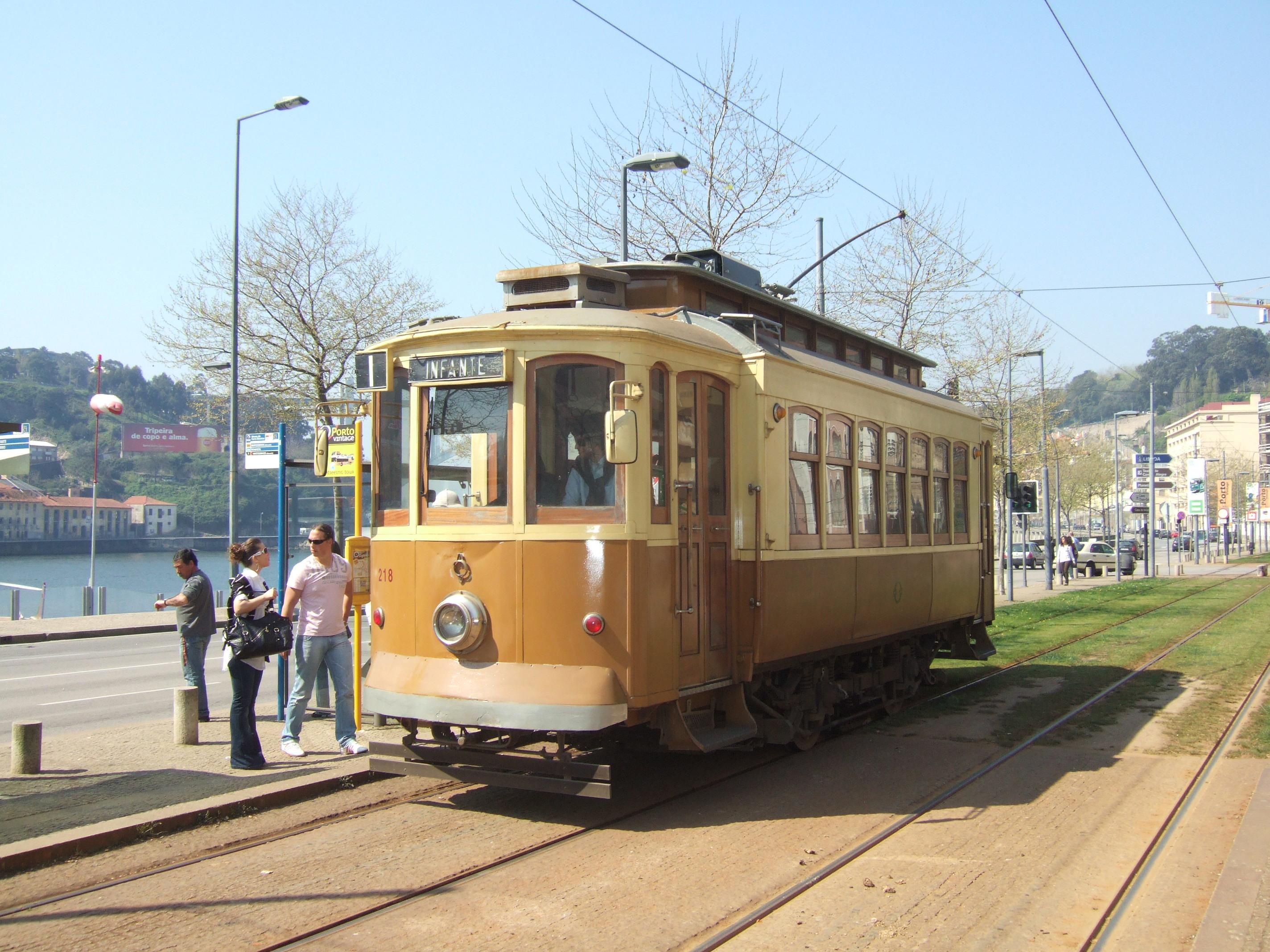 Tramway de la ligne 1 - Porto - Trajet le long du Douro