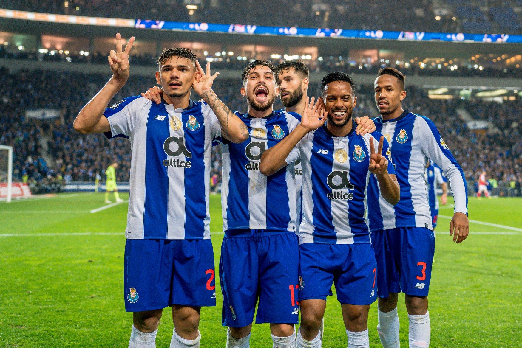 Joueurs du FC Porto apres un but - Stade du Dragon