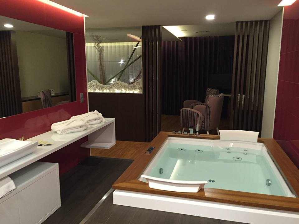 Suite VIP avec jacuzzi - Motel Portofino - region de Porto