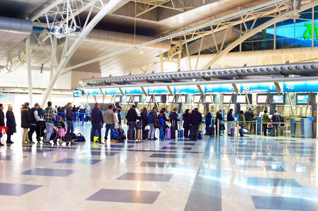 Hall Depart avec file attente - Aeroport Porto - Portugal