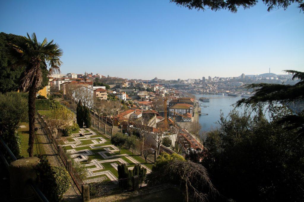 Jardins du Palacio de Cristal avec vue sur le Douro et Porto